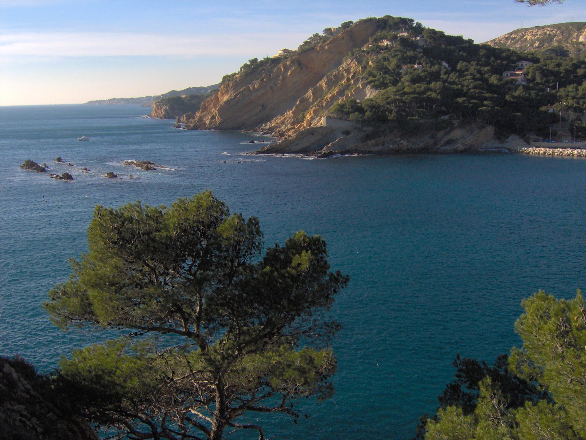 La Côte bleue, avec CARRY LE ROUET au fond